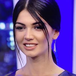 Διαγωνισμός με δώρο αυθεντικά σκουλαρίκια Swarovski που φοράει η Κέισι από το GNTM