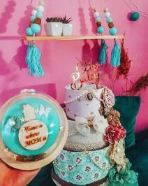 Διαγωνισμός για ένα baby cake με ολα τα απαραίτητα για τις πρώτες μερες του μωρου, ένα ξύλινο ράφι για το παιδικό δωμάτιο, ένα κρεμαστο διακοσμητικό.