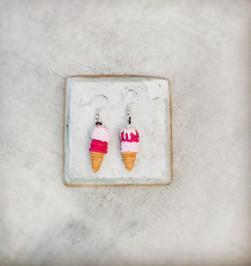 Διαγωνισμός για ένα ζευγάρι κρεμαστά χειροποίητα σκουλαρίκια παγωτά από πολυμερή πηλό. Θέλεις να γίνουν δικά σου; Πάρε μέρος...
