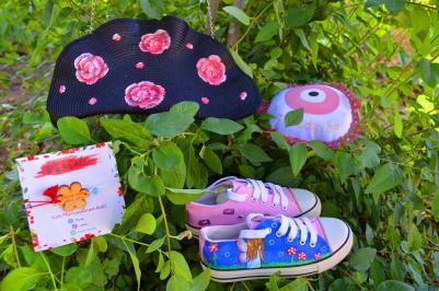 Διαγωνισμός με δώρο 1 Ζωγραφιστή Tσάντα ώμου, 1 Ζευγάρι ζωγραφιστά παπούτσια για κορίτσι, 1 Βραχιόλι Μαρτάκι , 1 μαξιλαράκι Καλοτάξιδο.